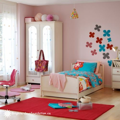 Pink youth bedroom